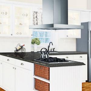 Pildil on köögisaar ja selle kohal metallist tagurpidi T-tähe kujuline õhupuhastaja